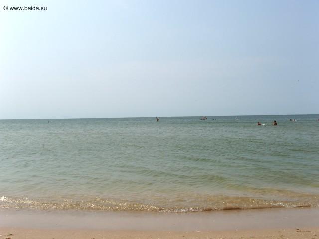 Вид моря с лагеря - там вдалеке это я СТОЮ
